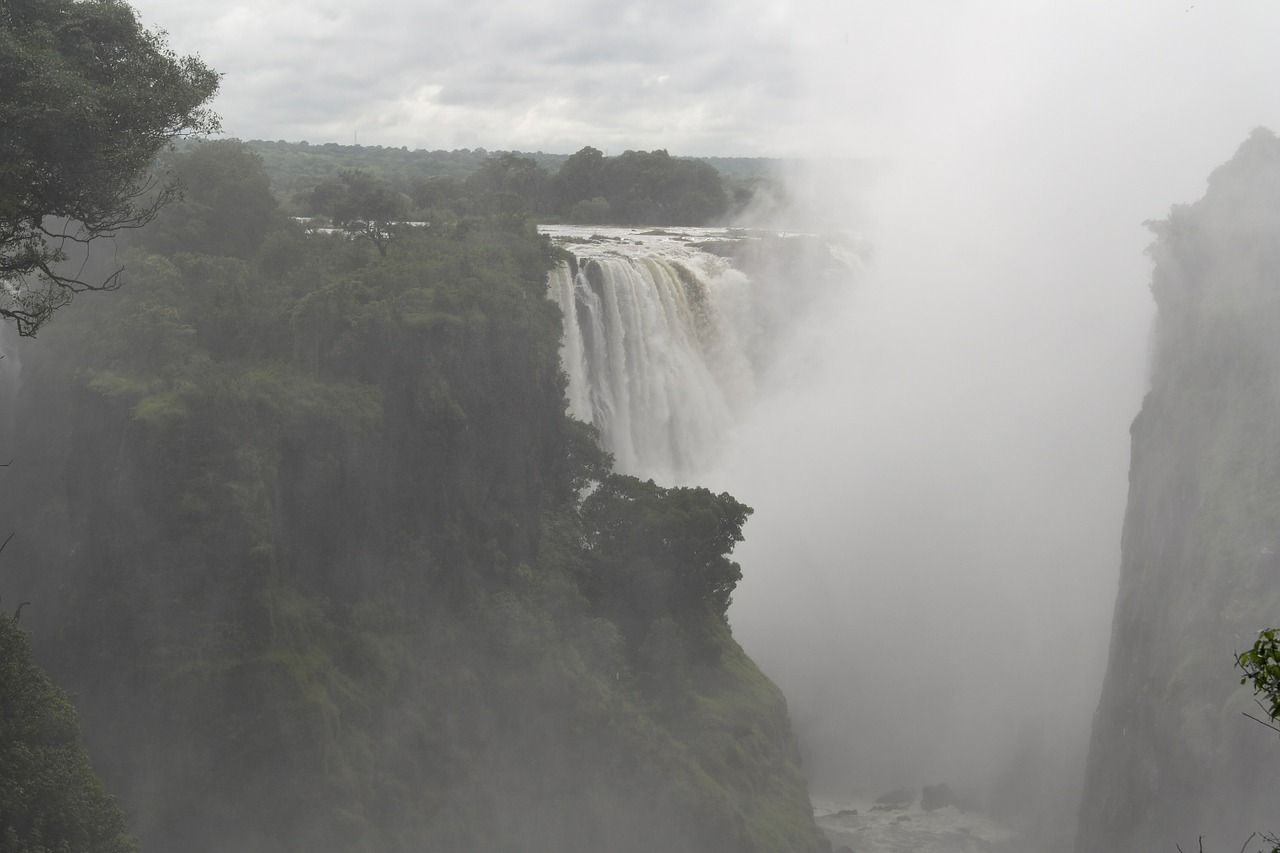 Victoria falls facts for kids, situated on the Zambezi River